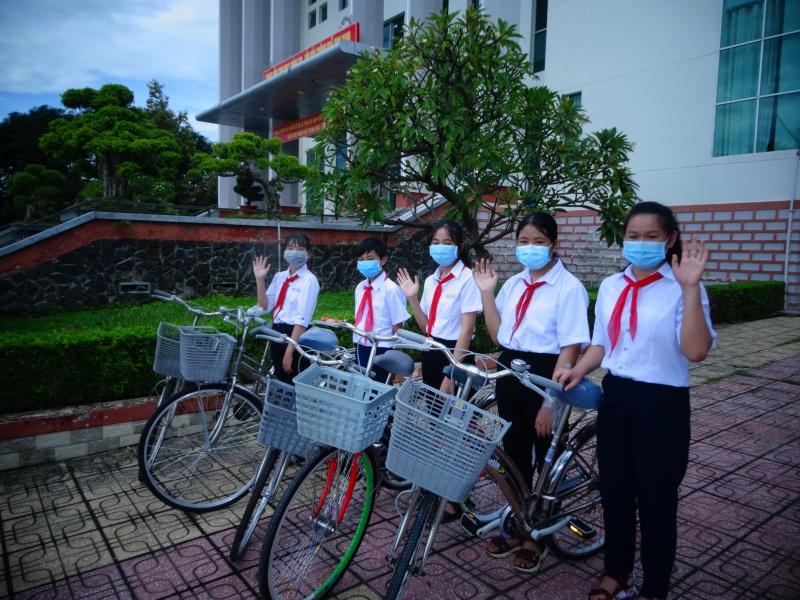 Khánh Hòa: Tặng xe đạp cho học sinh nghèo vượt khó ở TP.Cam Ranh