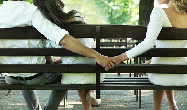 Quyết định buông tay sau đêm biết chồng ngoại tình