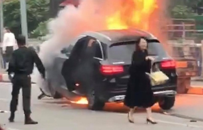 Tài xế xe Mercedes gây tai nạn bị tạm giữ