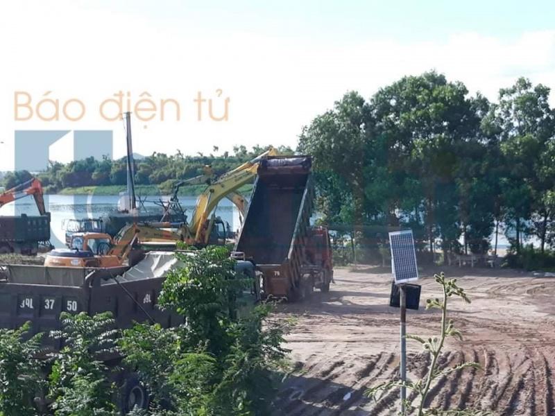 """Bắc Ninh: Những ai đang """"phá hoại"""" Đê Hữu Cầu trong mùa mưa lũ?"""