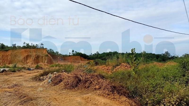 """Phú Thọ: Ai """"bảo kê"""" cho tình trạng khai thác đất của TT dạy nghề và ĐTLX Hùng Vương?"""