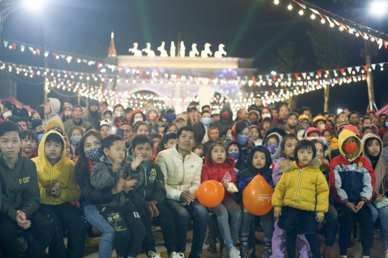 danko square giang sinh am ap cung the winter show