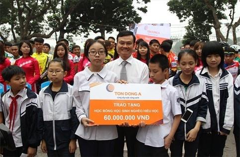 Doanh nghiệp đồng hành cùng trẻ em nghèo