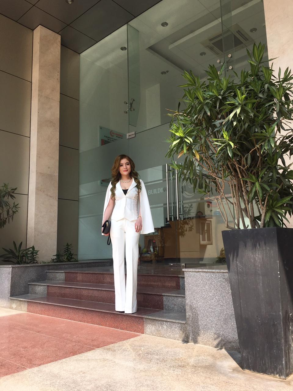 Võ Thị Thùy Hương Tự Tin Khoe Cá Tính Tại Nữ Hoàng Doanh Nhân Tài Năng 2019