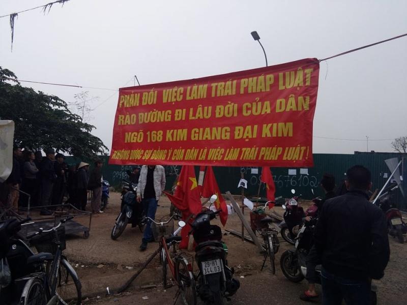 Hà Nội: Dân phản đối việc rào đường để tránh dự án khu đô thị mới Đại Kim (Hacinco)