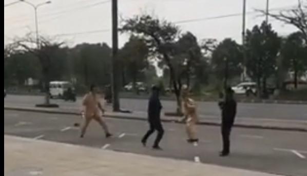 Hải Phòng: Nam thanh niên vi phạm giao thông còn dùng côn tấn công cảnh sát giao thông