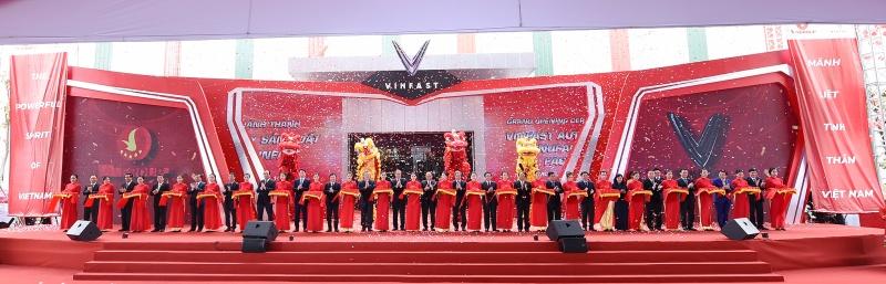 Thủ tướng dự lễ khánh thành nhà máy sản xuất ô tô VinFast