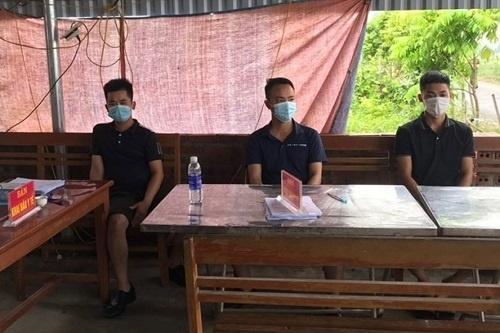 Hải Phòng: Thông chốt bất thành, ba thanh niên lăng mạ tổ kiểm soát phòng chống dịch