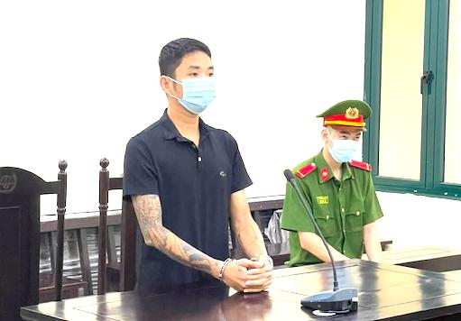 12 tháng tù vì đánh cán bộ trực chốt