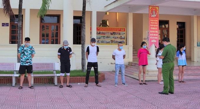 Hải Dương: Nữ nhân viên quán karaoke và khách dương tính với ma túy