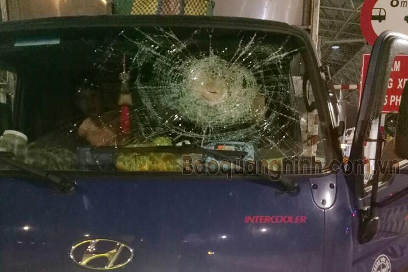 Quảng Ninh: Triệu tập nhóm người ném đá vào ô tô trên cao tốc Hạ Long - Vân Đồn