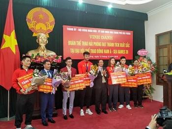 Thủ môn Nguyễn Văn Toản được thưởng 'nóng' 200 triệu đồng
