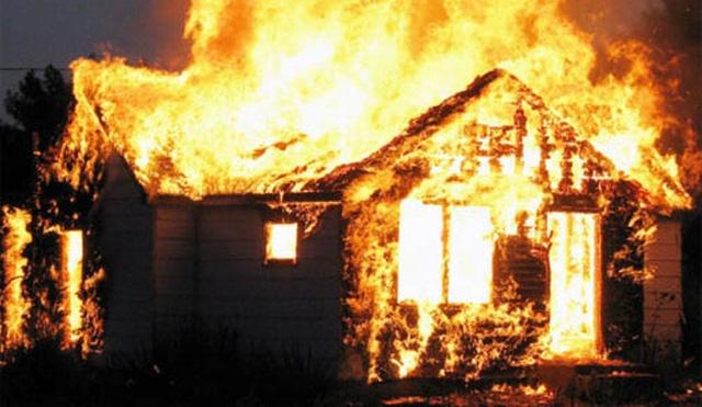 Quảng Ninh: Mâu thuẫn với vợ, chồng châm lửa bình xăng xe máy đốt nhà