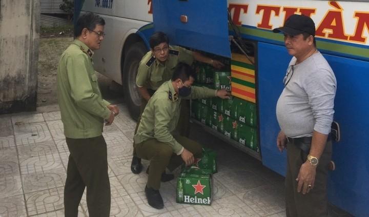 Quảng Ngãi: Bắt phương tiện vận chuyển bia Heineken nhập lậu