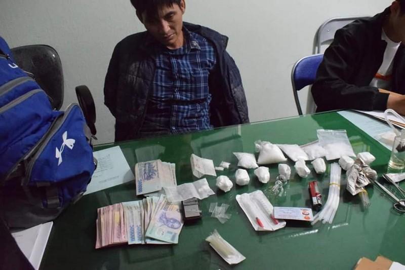 Quảng Ngãi: Công an xã chặn đứng kẻ buôn ma túy từ Sài Gòn
