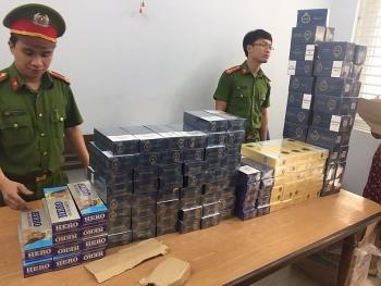 Đà Nẵng: Công an Liên Chiểu bắt xe khách chở gần 1.400 bao thuốc lá lậu