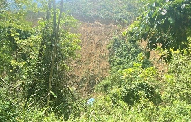 Đà Nẵng: Xe tải rơi xuống vực đè một người tử vong