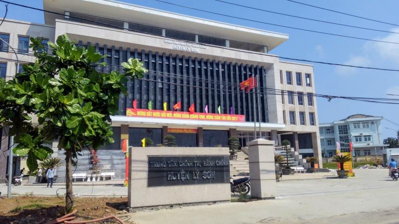 Quảng Ngãi: Chánh Văn phòng huyện Lý Sơn có đến 2 ngày tháng năm sinh trong hồ sơ