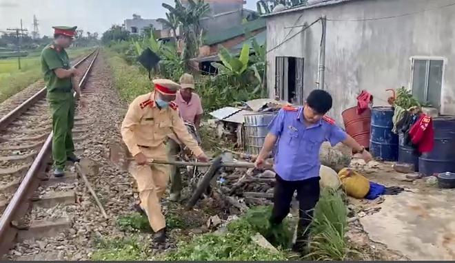 Quảng Ngãi: Băng qua đường sắt, một người phụ nữ bị tàu hàng tông tử vong