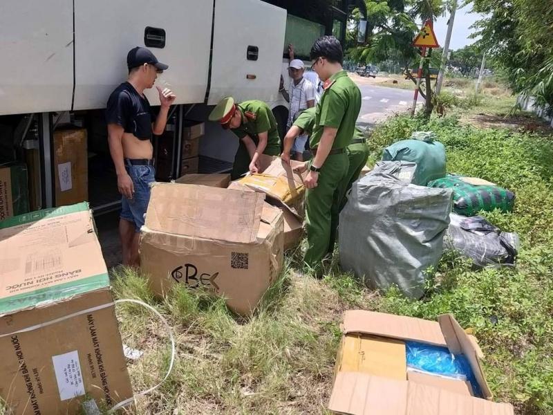 Đà Nẵng: Tạm giữ hàng lậu trên xe khách liên tỉnh