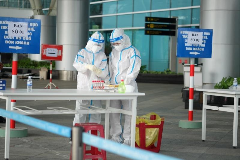 Đà Nẵng: Xét nghiệm Covid-19 cho hơn 2.000 cán bộ nhân viên sân bay
