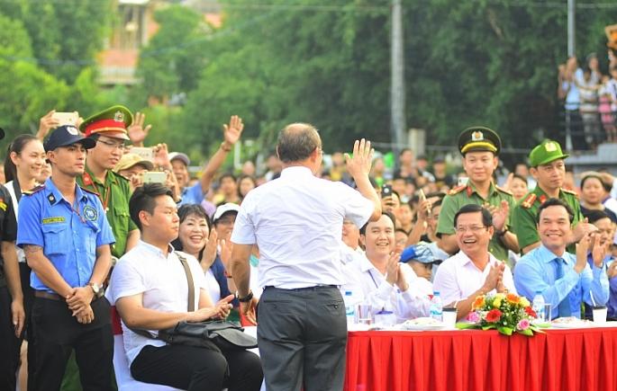 nguoi ham mo quang ngai hao huc giao luu cung hlv park han seo