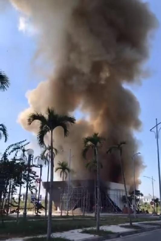 Quảng Ngãi: Công trình bốc cháy, hàng chục công nhân bỏ chạy