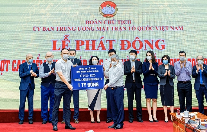 dat xanh mien trung ung ho 3 ty dong cho quy vaccine covid 19
