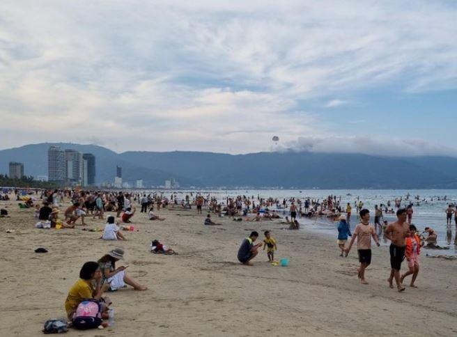 Đà Nẵng: Dừng hoạt động kinh doanh ăn uống tại chỗ, tắm biển