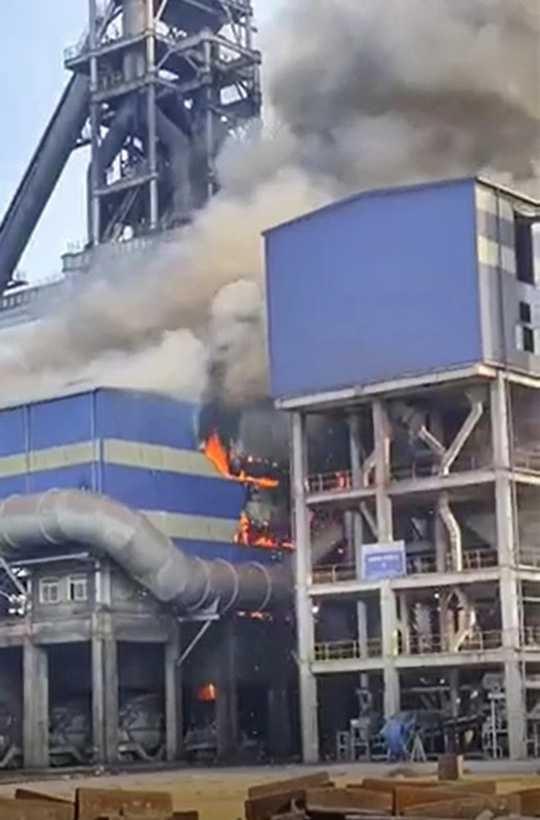 Thép Hoà Phát Dung Quất gặp sự cố, lửa cháy ngùn ngụt
