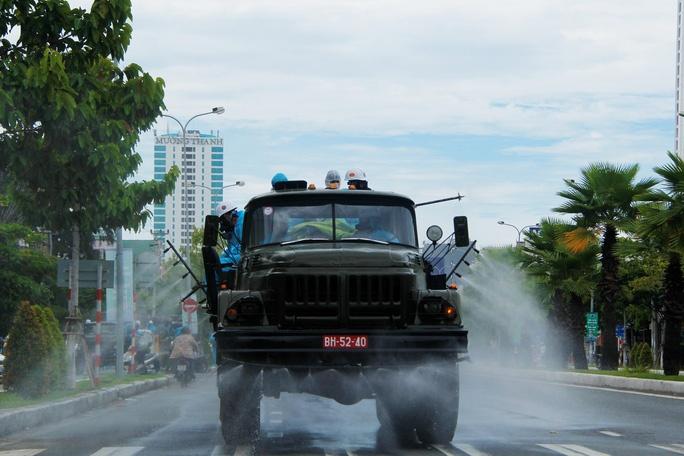 Đà Nẵng: Binh chủng hóa học phun khử khuẩn toàn bộ quận Sơn Trà