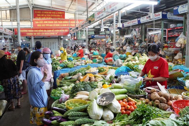 Đà Nẵng: Phát phiếu đi chợ 3ngày/lần cho người dân