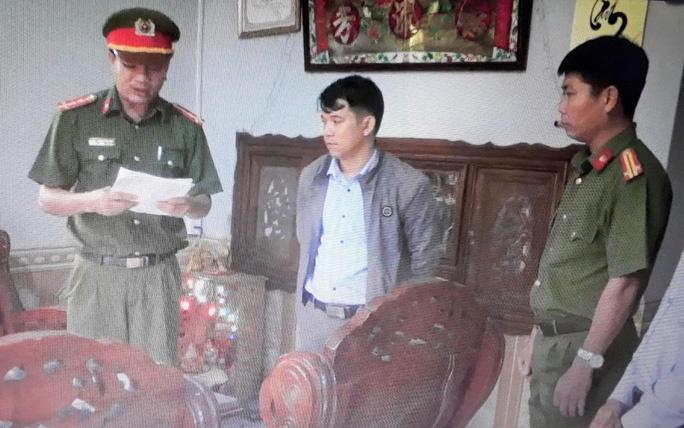 Quảng Nam: Bắt 2 cán bộ tại huyện Núi Thành làm giả giấy tờ
