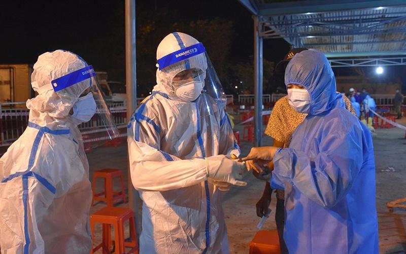 Đà Nẵng: Bất ngờ xuất hiện ca ngoài cộng đồng, gia đình 5 người mắc Covid-19