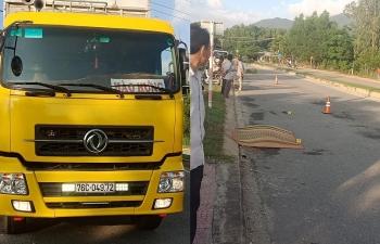 Quảng Ngãi: Xe gỗ dăm Hào Hưng cán chết người đi tập thể dục
