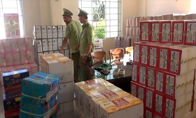 Quảng Ngãi: Bắt giữ xe tải chở hàng ngàn thùng bánh kẹo nhập lậu