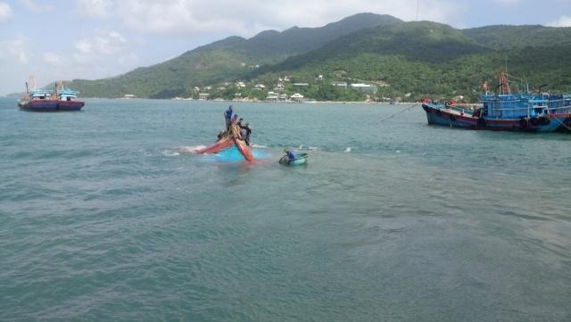 Tàu Quảng ngãi gặp nạn