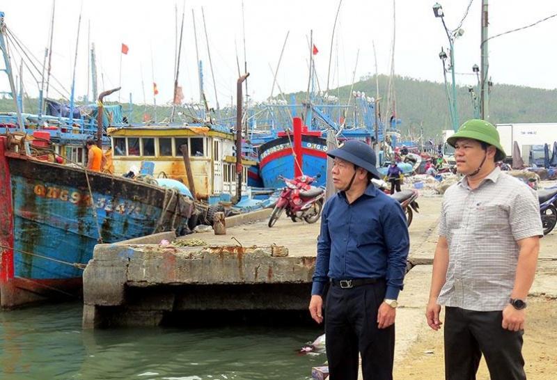 Quảng Ngãi: Chủ tịch tỉnh Đặng Văn Minh kiểm tra công tác phòng chống bão số 9 ở Đức Phổ