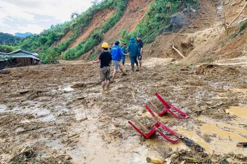 Quảng Nam: Thêm một vụ sạt lở, 11 người huyện Phước Sơn bị vùi lấp