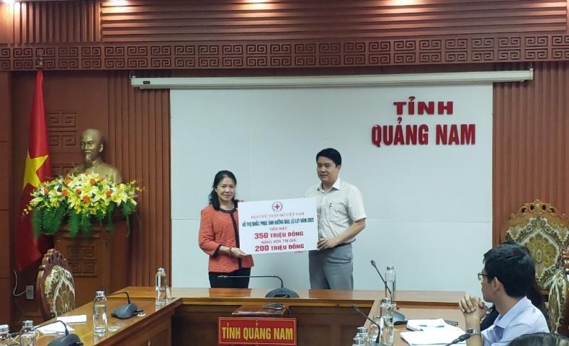 Quảng Nam: Hội chữ thập đỏ Việt Nam hỗ trợ 350 triệu tiền mặt cùng hàng hóa khắc phục hậu quả bão số 9