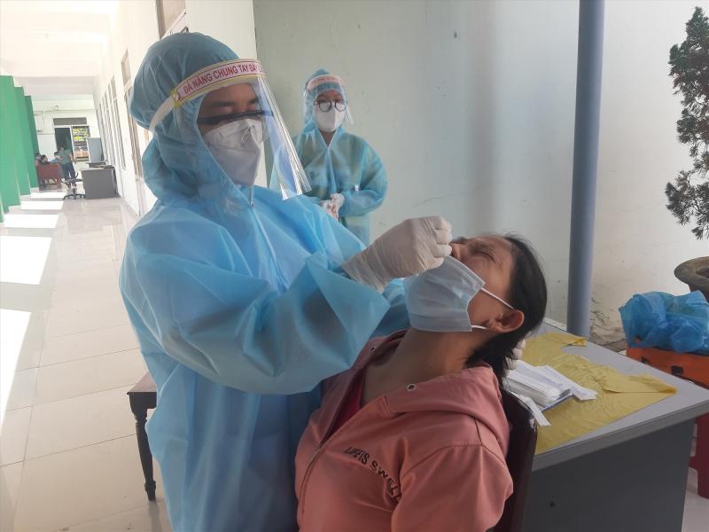 Quảng Nam: 17 học sinh và 1 giáo viên dương tính với SARS-CoV-2