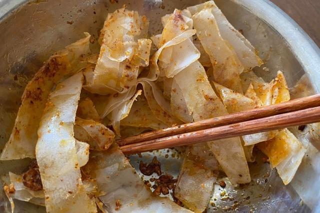 Đà Nẵng: 6 người ngộ độc nhập viện nghi ngờ do ăn bánh tráng trộn