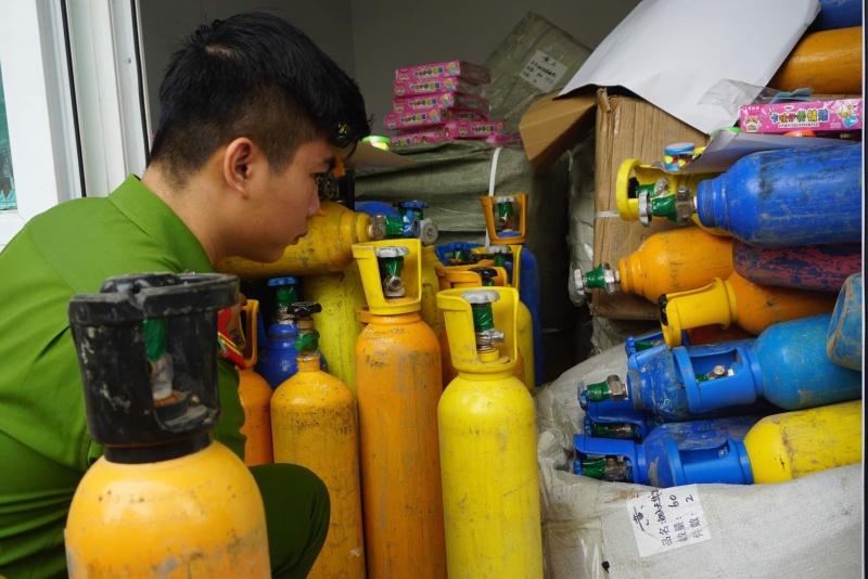 Đà Nẵng: Tạm giữ 78 bình khí bóng cười lúc rạng sáng