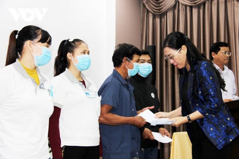 Quảng Ngãi: Bí thư Tỉnh ủy đối thoại với công nhân, người lao động