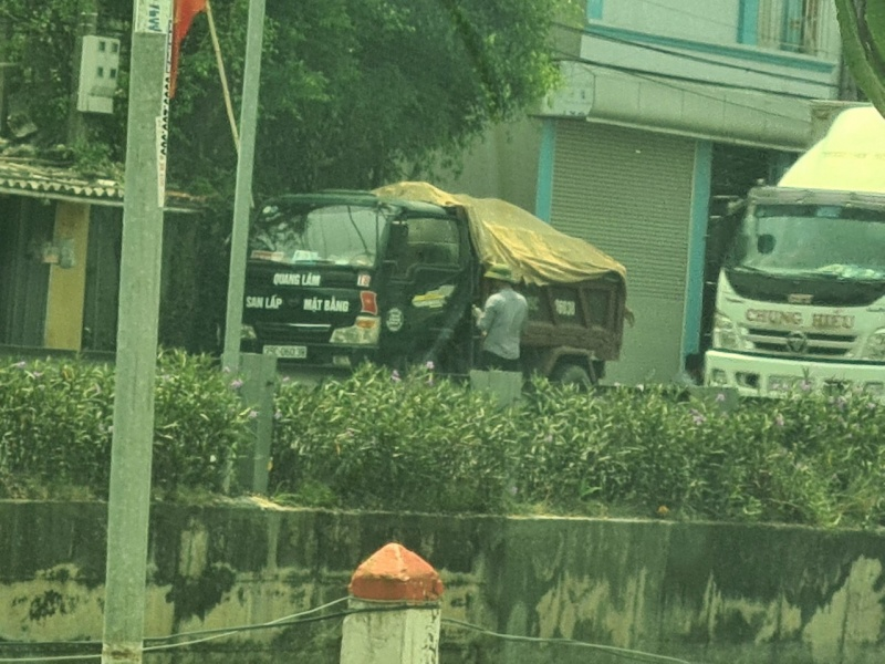 (Ninh Bình): Lực lượng CSGT huyện Kim Sơn, có dấu hiệu buông lỏng quản lý tuần tra kiểm soát các phương tiện chở quá tải trọng, gây ô nhiễm môi trường