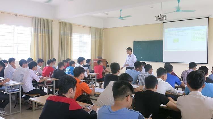 Chuẩn nghề nghiệp giảng viên sư phạm phải đáp ứng được 5 tiêu chuẩn với 18 tiêu chí