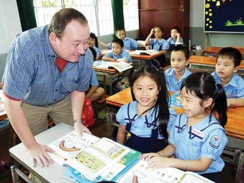 Khuyến khích dạy và học bằng ngoại ngữ