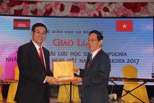 Bộ GD&ĐT giao lưu với đoàn cựu lưu học sinh Campuchia