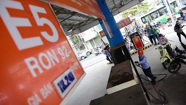 Xăng tăng giá, E5 RON9 18.672 đồng/lít