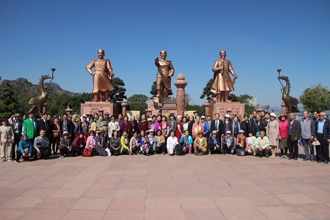 Hải Phòng:  Đoàn cựu học sinh miền Nam trên đất Bắc thăm TP Hải Phòng